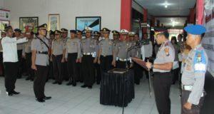 Kapolres bangakalan memimpin pengambilan sumpah kepada kasat Reskrim yang baru (foto:pojok Suramadu.com)