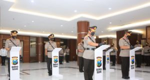 Kapolda Jatim Irjen Pol M Fadil Imran Pimpinan Sertijab 3 Pejabat Tinggi (Pati) bertempat di Gedung Patuh Mapolda Jatim. (Poto:pojoksuramadu.com)