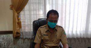 Caption: Pj Kepala BKD Pamekasan saat dimintai keterangan di ruangannya