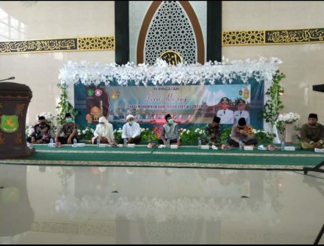 Bupati Sumenep didampingi wabup dan Kapolres Sumenep Saat Hadiri Isra' Mi'raj di masjid pemkab Sumenep.